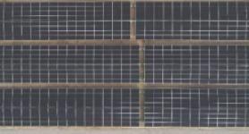 لوحات شمسية مثبتة على الأرض بواسطة توتال سولار ديستريبيوتيد جنريشن في إميكوول، مجمع دبي للاستثمار، دبي، الإمارات العربية المتحدة